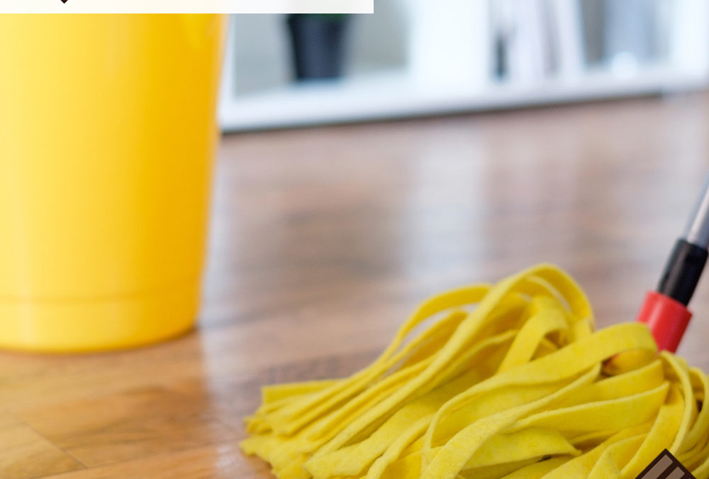 Cleaning Hardwood Flooring With Vinegar and Water
