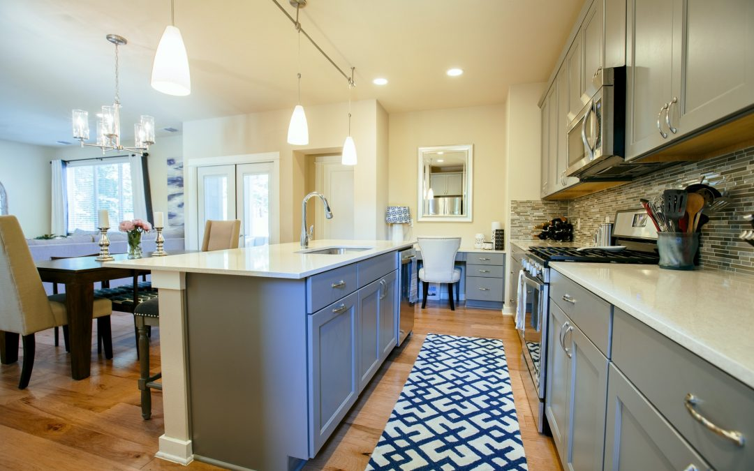 5 Tips on Choosing the Right Rugs For Your Hardwood Floors